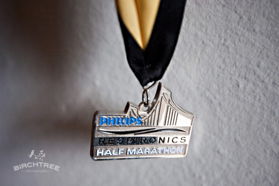 running medal for pittsburgh marathon and half-marathon in 2009